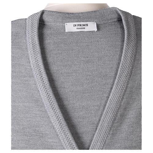 Gilet gris perle pour soeur avec poches col en V 50% acrylique 50% laine mérinos In Primis 7