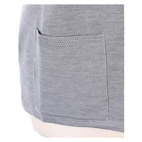Gilet grigio perla suora con tasche collo a V 50% acrilico 50% lana merino In Primis 5