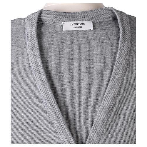 Gilet grigio perla suora con tasche collo a V 50% acrilico 50% lana merino In Primis 7