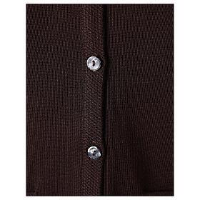 Gilet marron pour soeur avec poches col en V 50% acrylique 50% laine mérinos In Primis s4