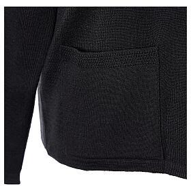 Rebeca monja negra cuello V bolsillos punto unido 50% acrílico 50% lana merina In Primis s5