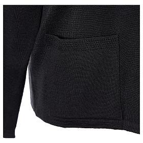 Cardigan suora nero collo V tasche maglia unita 50% acrilico 50% lana merino In Primis s5