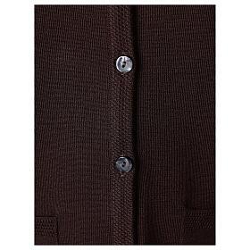 Rebeca monja marrón cuello V bolsillos punto unido 50% acrílico 50% lana merina In Primis s4