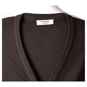 Rebeca monja marrón cuello V bolsillos punto unido 50% acrílico 50% lana merina In Primis s7