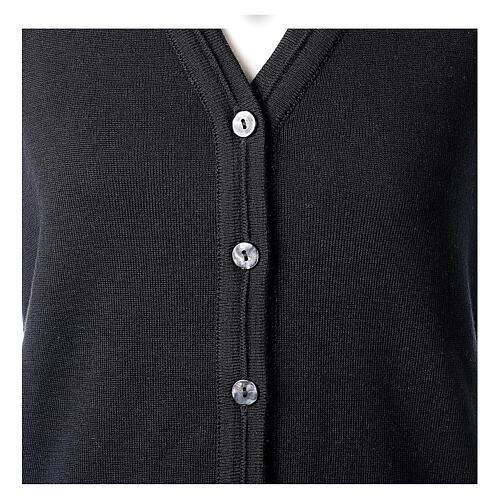 Gilet nero corto collo a V 50% acrilico 50% lana merino suora In Primis 2