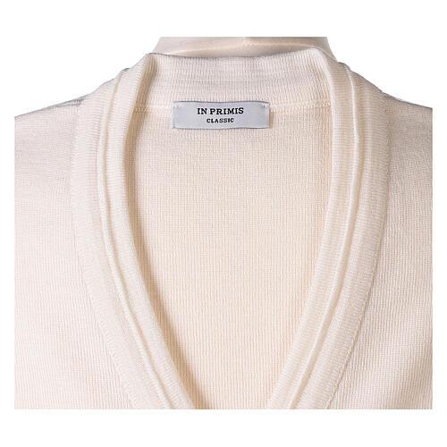 Chaleco blanco corto cuello V bolsillos punto unido 50% acrílico 50% lana merina monja In Primis 6
