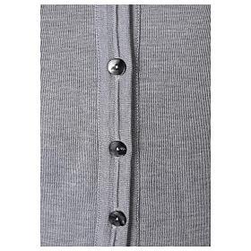Gilet suora grigio perla corto collo a V 50% acrilico 50% lana merino In Primis s3
