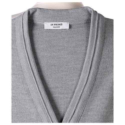 Gilet suora grigio perla corto collo a V 50% acrilico 50% lana merino In Primis 6