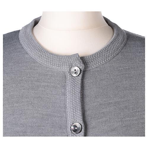 Cardigan soeur gris perle ras du cou poches jersey 50% acrylique 50% laine mérinos In Primis 2