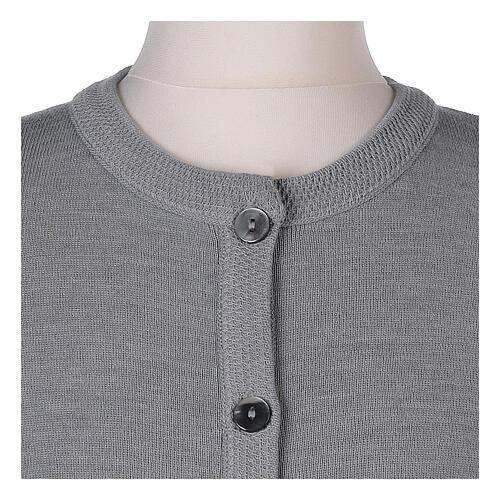 Kardigan siostra zakonna sweter perłowoszary kołnierzyk koreański kieszonki dzianina gładka 50% akryl 50% wełna merynos In Primis 10