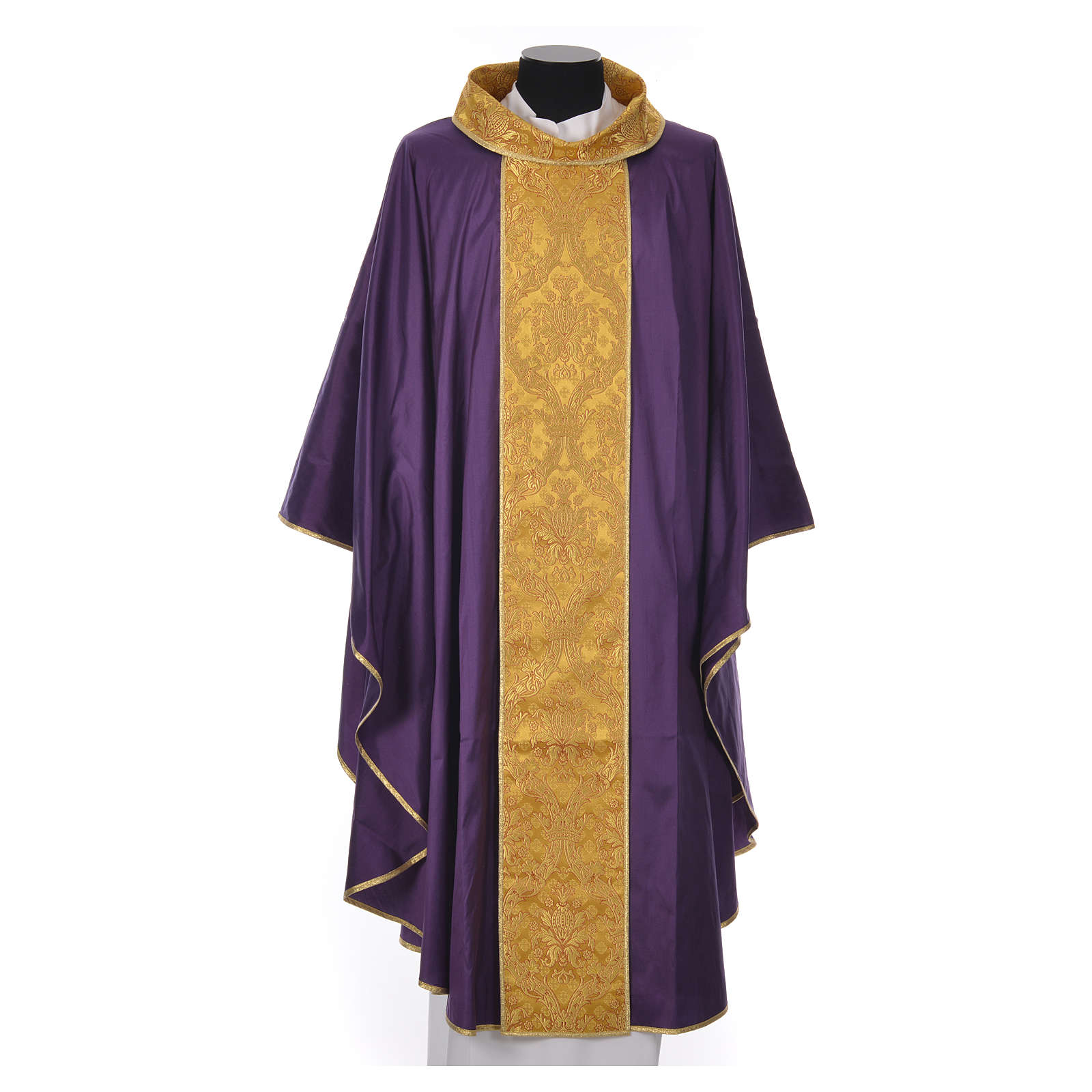 Chasuble 100% silk decorated in gold 4