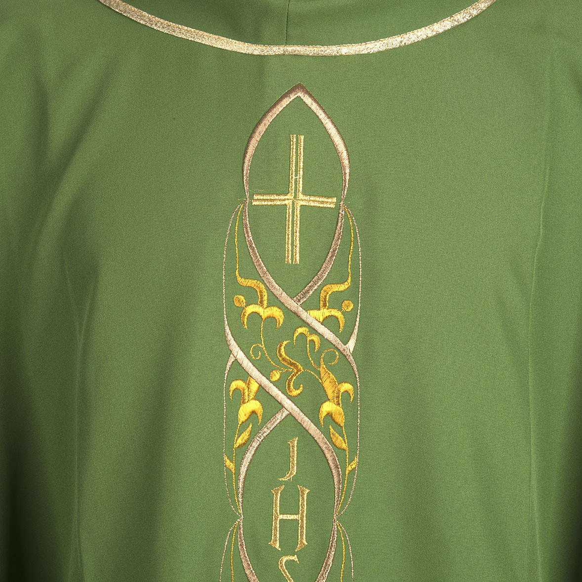 Chasuble IHS embroidery 4