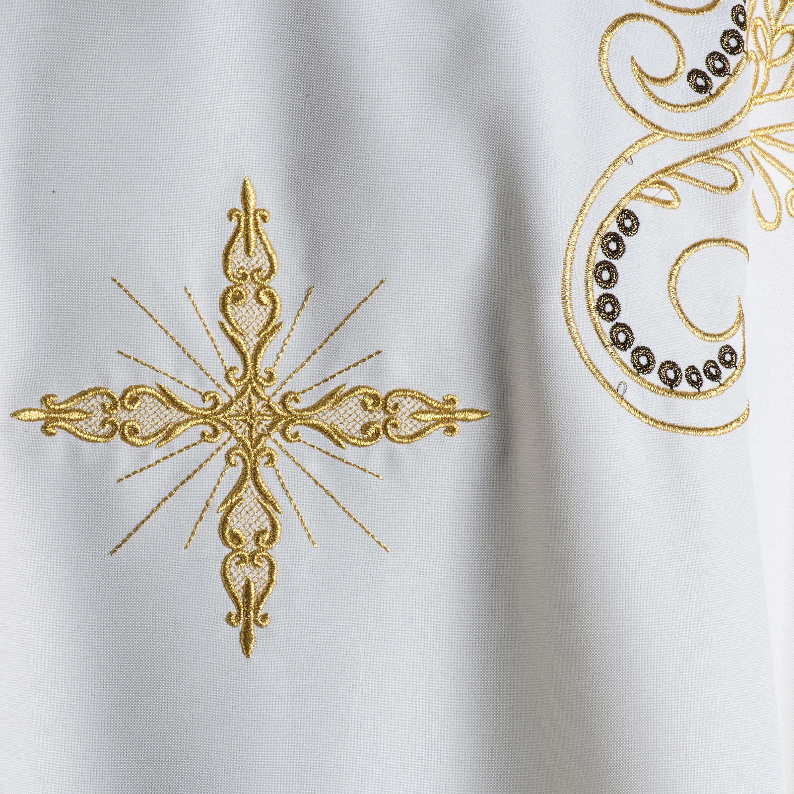 Chasuble golden cross embroidery 4