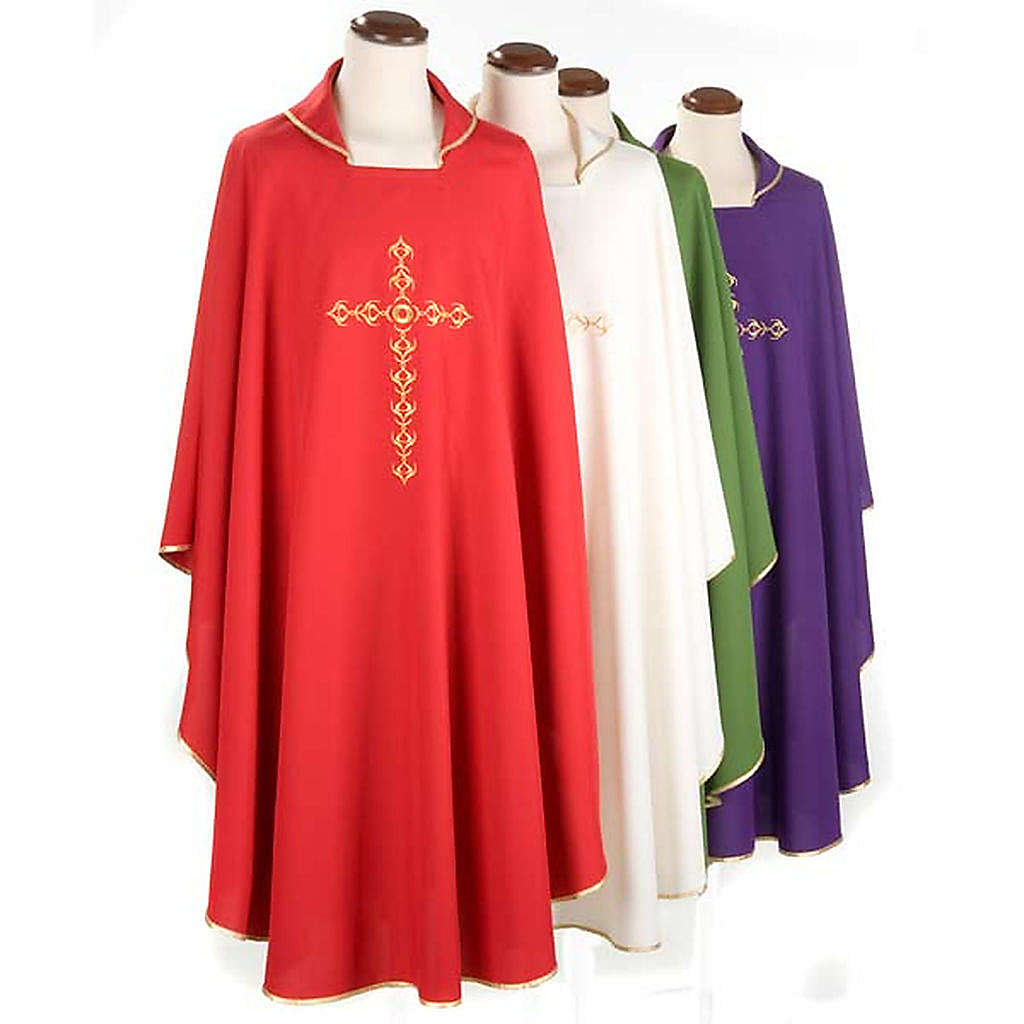 Casulla litúrgica con bordado cruz dorada 4
