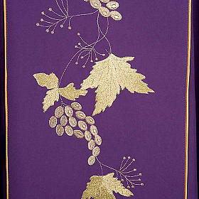 Chasuble and stole with IHS and grape leaves s9