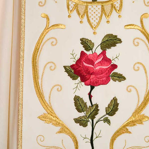Casulla sacerdotal decoraciones dorada flores colorada lana 100% 7