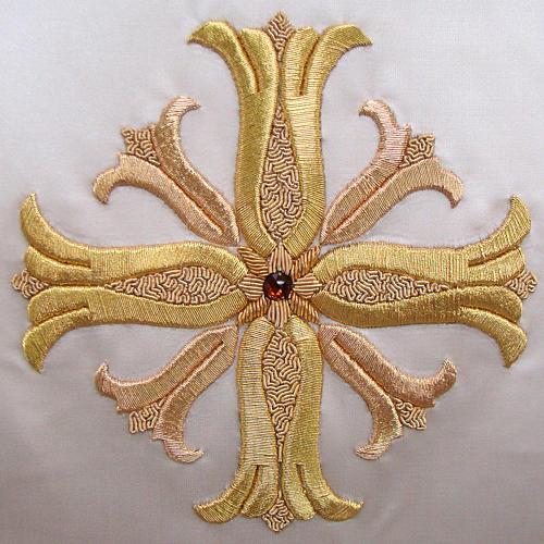 Casulla 100% pura seda natural BORDADO A MANO cruz decorado 3