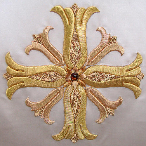 Chasuble in pure silk with hand-embroidered cross 3