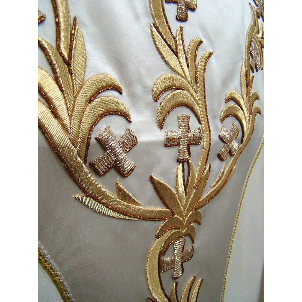 Chasuble in pure silk with hand-embroidered floral motif 4