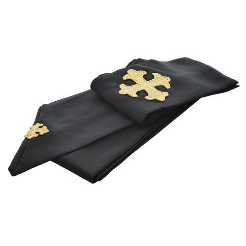 Casulla negra 100% poliéster con cruz estilizada 3
