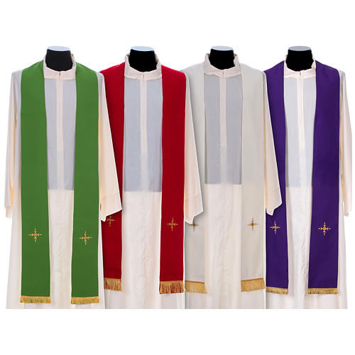 Chasuble 100% polyester bande centrale damas filigrané 3 croix brodées 7
