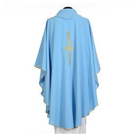 Chasuble bleu clair 100% polyester croix dorée s6
