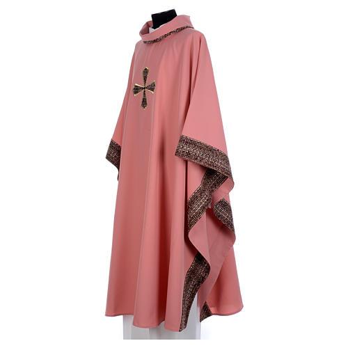 Ornat różowy 100% poliester wstawki tkaniny krzyż haftowany 2