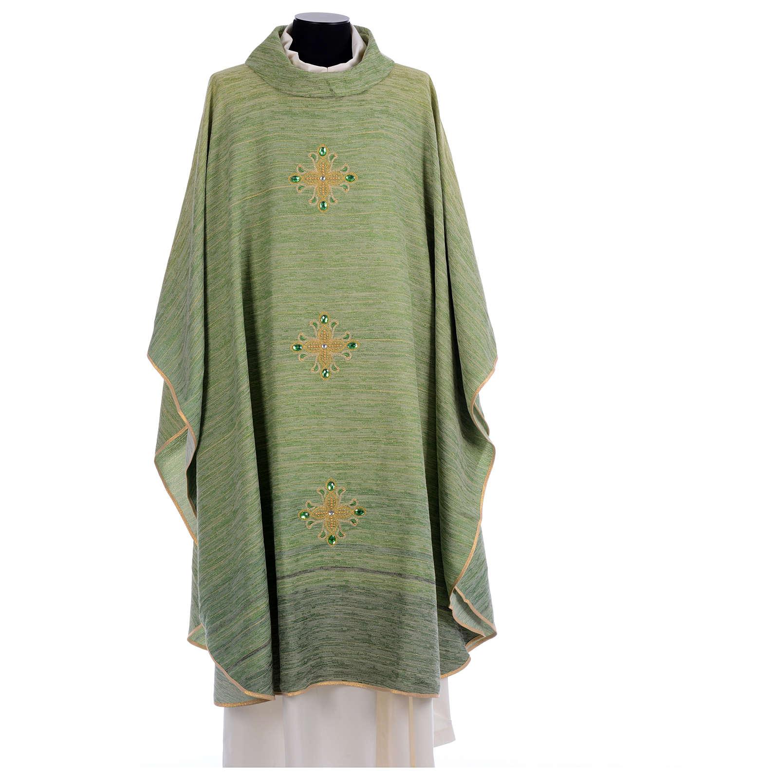 Casulla degradada con cruces en hilos dorados bordados 4