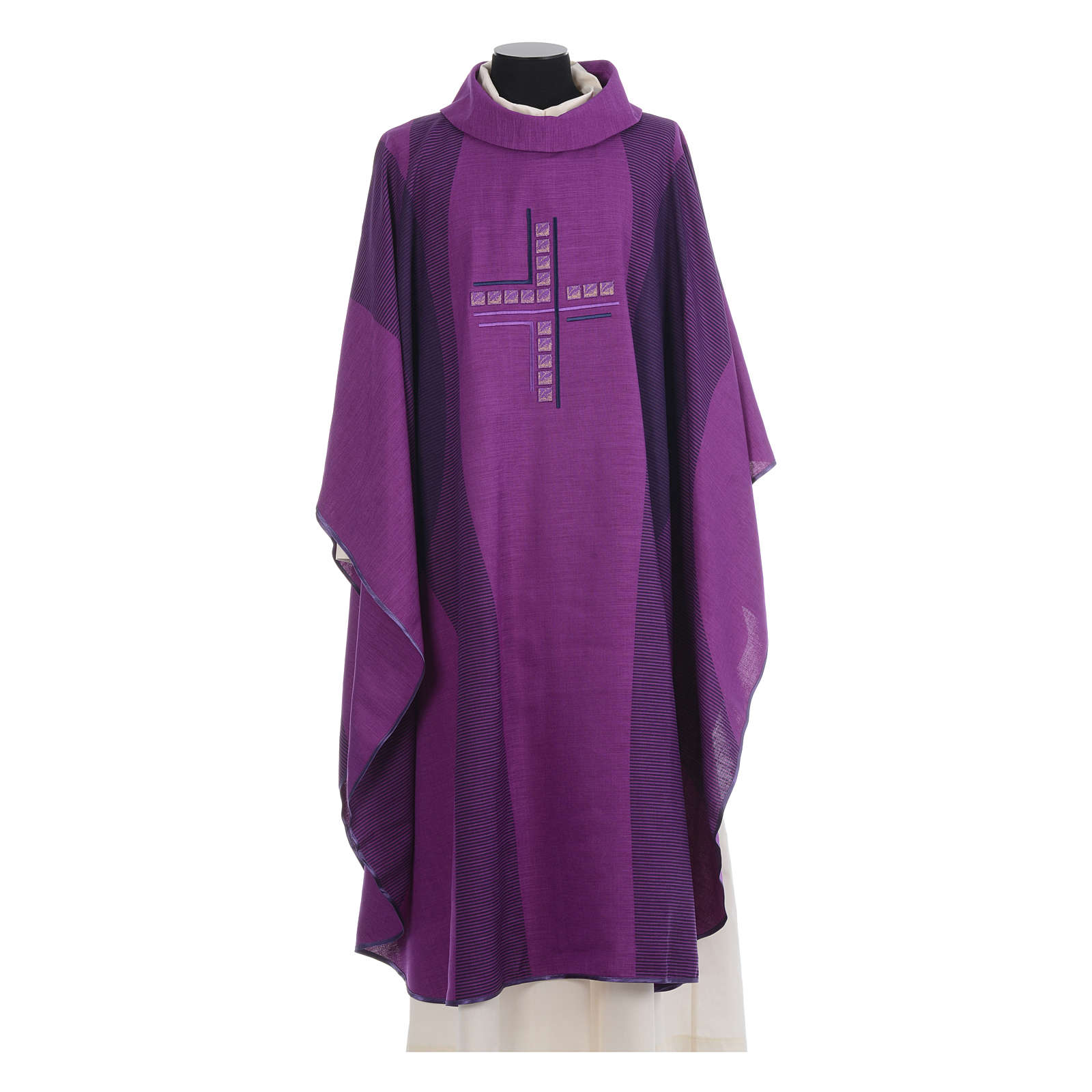 Chasuble embroidered with stylized cross 4