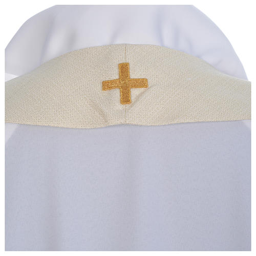 Casulla litúrgica con decoraciones de oro 7