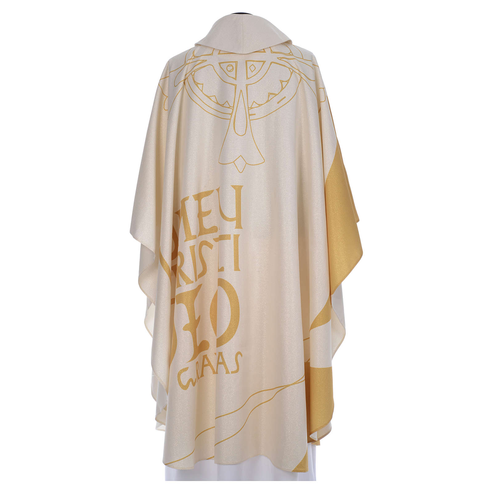 Chasuble liturgique avec décorations en or 4