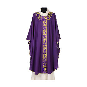 Chasuble 100% wool textured fabric with decorated neckline and gallon s6