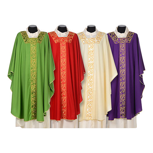 Chasuble 100% wool textured fabric with decorated neckline and gallon 1
