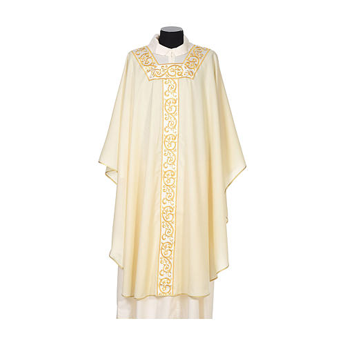 Chasuble 100% wool textured fabric with decorated neckline and gallon 5