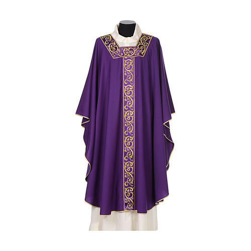 Chasuble 100% wool textured fabric with decorated neckline and gallon 6