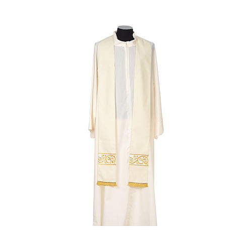 Chasuble 100% wool textured fabric with decorated neckline and gallon 9