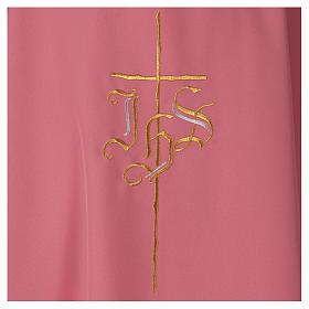 Casulla rosa poliéster IHS cruz estilizada s2