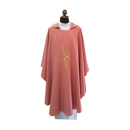 Casula rosa croce ricamata e pietre brillanti 1