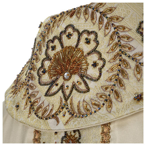 Chasuble 100% silk with handmade embroidery on gallon, V neckline 7