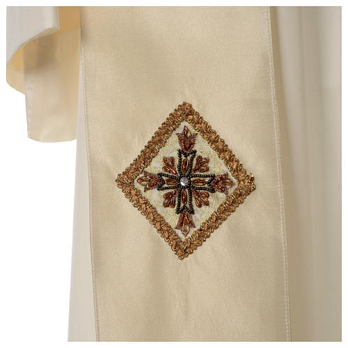 Chasuble 100% silk with handmade embroidery on gallon, V neckline 9