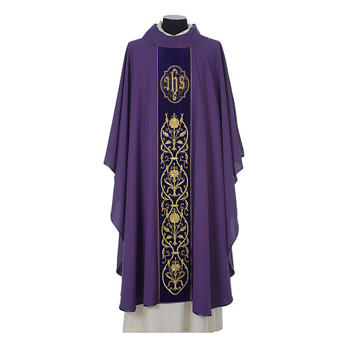 Wool chasuble with IHS floral decorations on velvet galloon 6