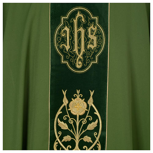 Wool chasuble with IHS floral decorations on velvet galloon 7