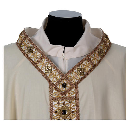 Chasuble with golden braided neckline and banding, 100% wool 2