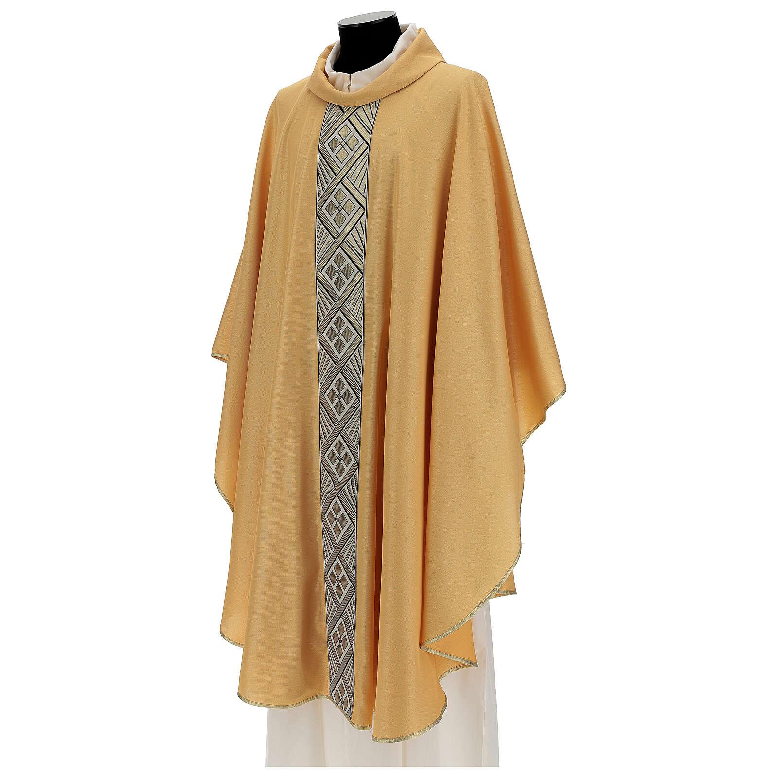 Casulla oro de poliéster y lana entorchado de oro 4