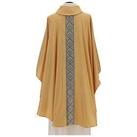 Casulla oro lamé de poliéster y lana con entorchado parte anterior y posterior s4