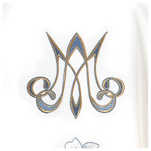 Casulla Mariana 100% poliéster bordado con máquina lirio monograma 3