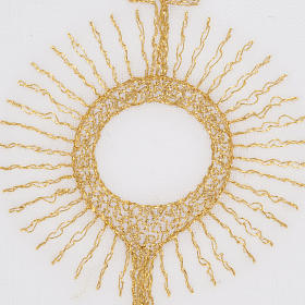 Mass linens with golden monstrance s3