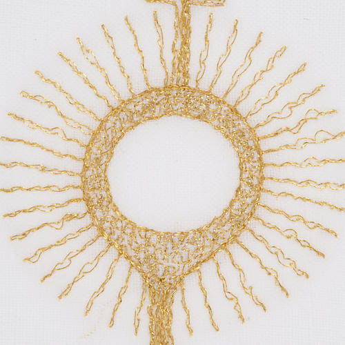 Mass linens with golden monstrance 3