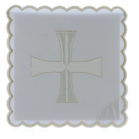 Kelchwäsche aus Baumwolle mit gesticktem Kreuz in den Farben Weiß und Silber s1