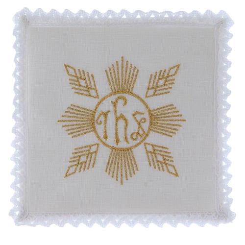 Conjunto de alfaia litúrgica linho bordado dourado motivo geométrico símbolo IHS 1